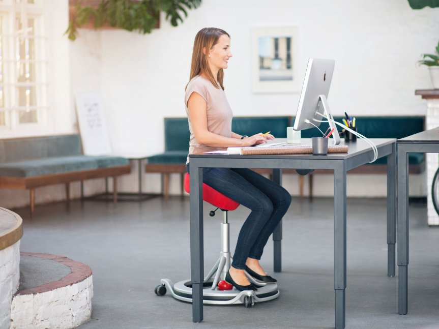5 simple physiotherapy exercises to do at your officedesk